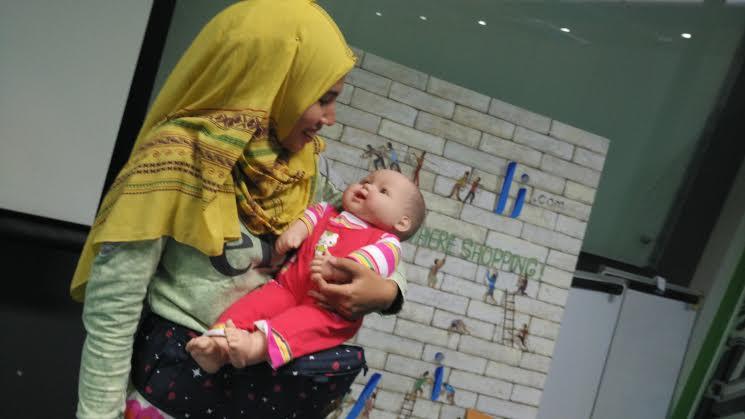 i-Angel memudahkan ibu menggendong bayi dengan berat hingga 30 kilogram namun tidak memicu capek dan nyeri. Foto: Dok pribadi