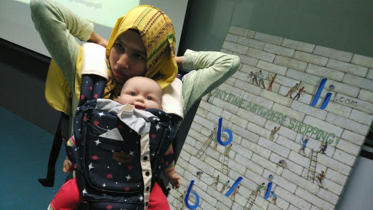 Cara memasang i-Angel begitu mudah. Ibu bisa memasang secara mandiri tanpa bantuan orang lain. Foto: Dok.pri