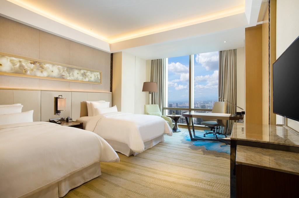 Salah satu kamar dengan dua tempat tidur di Hotel Westin. Sumber foto: Dok Westin