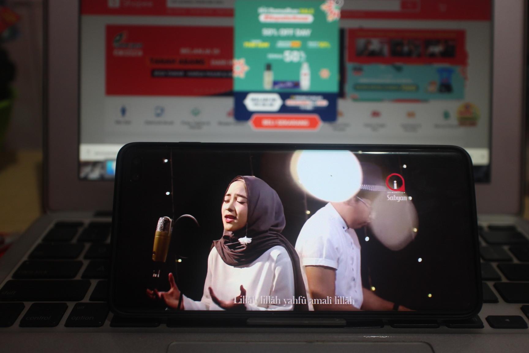 Streaming YouTube jelang berbuka puasa Ramadhan